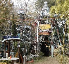 The Cathedral of Junk was a yard project turned art project that is a popular destination of locals and out-of-towners. Located at 4422 Lareina Dr. Texas Roadtrip, Texas Travel, Alamo Drafthouse, Beautiful Sites, Weekend Trips, Best Cities, Austin Texas, The Good Place, Cathedral