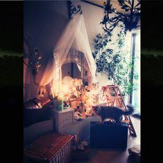 ayaKawasakiさんの、ベッド周り,アンティーク,ネコ,ドレッサー,ビンテージ,シャビーシック,メイクコーナー,ヴィンテージ,ソマリ,フランスアンティーク,のお部屋写真
