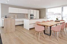 Offene Wohnküche Siematic S2 in Lack mit Theke aus Holz und Einbaugeräte von Miele ähnliche tolle Projekte und Ideen wie im Bild vorgestellt findest du auch in unserem Magazin . Wir freuen uns auf deinen Besuch. Liebe Grü