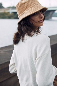 Chapeau Cowboy, Bucket Hat Outfit, Navy Hats, Outfits Mujer, Outfits With Hats, Cap Outfits, Panama, Hats For Women, Chanel