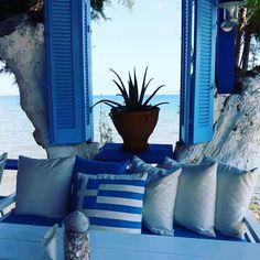 ღღ Chaniá, Greece Crete Greece, Santorini Greece, Greek Flag, Greece Pictures, Crete Island, Greek House, Beautiful Islands, Greek Islands, Outdoor