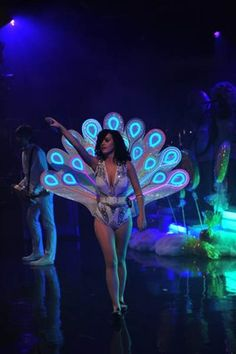 Katy Perry & her fancy light up peacock tail. I'd like to make this DIY style for Halloween, oh mama, how fab would that be?! Must try with EL wire. http://www.flashingblinkylights.com/new-el-wire-light-neon-blue-sku-no-11537-bl.html