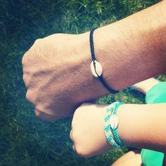 Bracelet coquillage avec fil coton tressé pour enfant petite fille ou petit garçon.  Le bracelet coquillage a été tressé avec des fils de coton (me contacter pour choisir la - 9477865