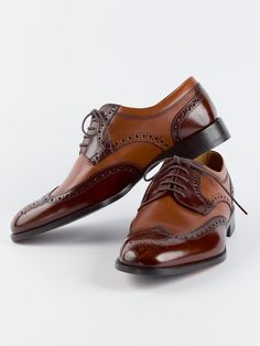 Loake Pangbourne Brogue - There is something of the Jazz age about the Pangbourne brogue. Elegant and discreetly two-tone in Chestnut and Brown.