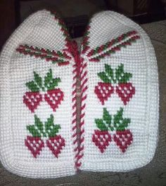 This Pin was discovered by naf Knitted Slippers, Slipper Socks, Peacock Crochet, Tunisian Crochet, Baby Knitting Patterns, Needlework, Diy And Crafts, Loafers & Slip Ons, Tejidos