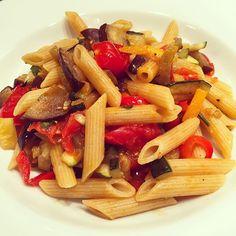#Cenetta #noidue #barilla #dovecebarillacecasa #casa #italiancooking #pasta #pennetteintegrali #pennetterigate #verdure #zucchine #melanzane #pomodori #gesundessen #foodporn #cooking #primo #italianwife #yummy #gnam #dinner 🍝