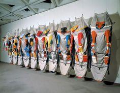 Lucy ORTA Un travail de performance : Modular architecture, The unit Damian Ortega, Healthcare Uniforms, F Pictures, Textile Sculpture, Textile Art, Craig Green, Installation Art, Color Inspiration, Contemporary Art