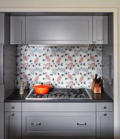 Kitchen Glass Fabric Backsplash - Discover home design ideas, furniture, browse photos and plan projects at HG Design Ideas - connecting homeowners with the latest trends in home design & remodeling Home Design, Diy Design, Design Ideas, Diy Kitchen Island, Glass Kitchen, Kitchen Decor, Kitchen Ideas, Kitchen Taps, Kitchen Stuff