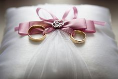 Save Money Wedding tips. All brides dream of having the ideal wedding day, however for this they require the most perfect wedding outfit, with the bridesmaid's outfits complimenting the brides-to-be dress. These are a number of ideas on wedding dresses. Wedding Advice, Budget Wedding, On Your Wedding Day, Perfect Wedding, Wedding Ceremony, Dream Wedding, Wedding Ideas, Wedding Ring, Elegant Wedding