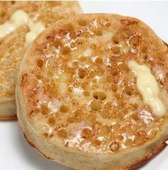 A homemade crumpet recipe you will love. Traditional Crumpets Recipe from Grand… A homemade crumpet recipe you will love. Traditional Crumpets Recipe from Grandmothers Kitchen. English Muffin Recipes, English Food, Traditional English Muffin Recipe, Gluten Free English Muffins, English Muffin Bread, Uk Recipes, Cooking Recipes, Recipies, Bread Recipes