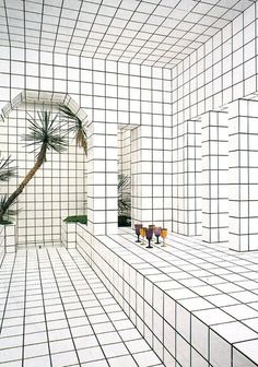 In Jean-Pierre Raynaud opened La Maison de La Celle-Saint-Cloud in Paris, a house and art installation comprised entirely of white tiles.