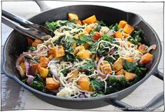 Butternut Squash & Kale Pasta. Seasoned with balsamic vinegar, garlic, and onions. Hearty and low calorie, autumn pasta recipe. Vegan and gluten free. #itdoesnttastelikechicken