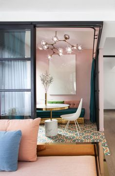 Colourful apartment home of design studio Lim+Lu, spotted in Hong Kong (Foto: Nirut Benjabanpot) Read the whole story on AD Magazine !