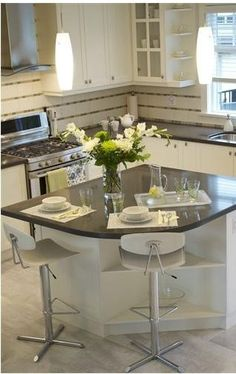 Small Classic Kitchen - traditional - kitchen - vancouver - Elizabeth Roberts Design - Small island cute