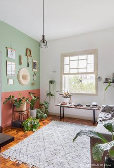 With the return of sunny days, you dream of a springtime decor? Showcase green in your home! Cheap Bedroom Decor, Room Decor Bedroom, Cheap Home Decor, Bedroom Color Schemes, Bedroom Colors, Living Room Decor Inspiration, European Home Decor, Piece A Vivre, Home Living Room