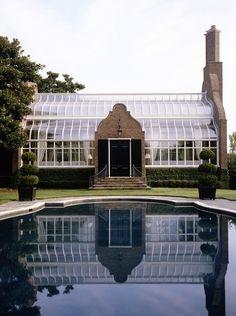 A Dallas staple by McAlpine Tankersley via Veranda Outdoor Spaces, Outdoor Living, Outdoor Decor, Indoor Outdoor, Gaudi, Bar Restaurant, Garden Design, House Design, Mediterranean Homes