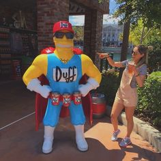 "173 curtidas, 3 comentários - Karol Pimentel (@karolpimentel) no Instagram: ""Duff beer 🍻#universalstudioshollywood #orlando #springfield #simpsons"""