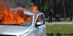 Car burning in flames #Rede Globo #TV Tem #instituto Royal #Black Bloc #Demonstration #Riot #Manifestação #Vandalismo Curta! Compartilhe! Veja mais no meu site: Tumblr - https://gustavogoncalvesfotografia.tumblr.com