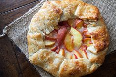 Looking for the best Galette recipes? Get recipes like Rustic Onion Tart, Peach Galette and New England Apple Cheddar Galette from Simply Recipes. Just Desserts, Delicious Desserts, Dessert Recipes, Yummy Food, Summer Desserts, Pie Recipes, Easy Recipes, Healthy Food, Gastronomia
