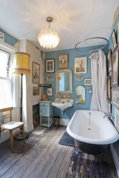 Love the wall arrangement in the bathroom