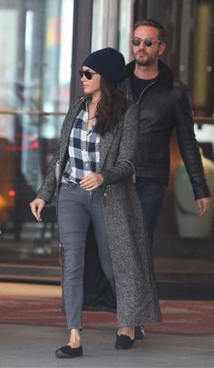 Meghan Markle is Cozy in Smythe for Errands in Toronto - Meghan's Mirror - Meghan Markle Toronto, Estilo Meghan Markle, Meghan Markle Style, Meghan Markle Coat, Meghan Markle Hair, Meghan Markle News, Fall Outfits, Casual Outfits, Fashion Outfits