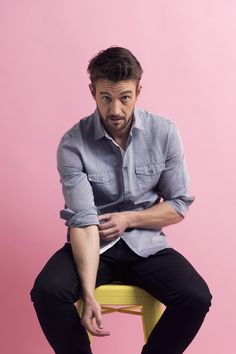 12 Photos Of Robert Buckley That Will Leave You Dehydrated