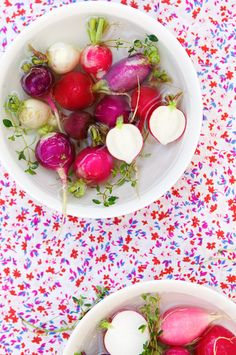 presenting the (round) radish in a (round) bowl of water againt a background in the same colours is gorgeous, the idea of cutting one radish in half is the detail that makes the picture #bywstudent