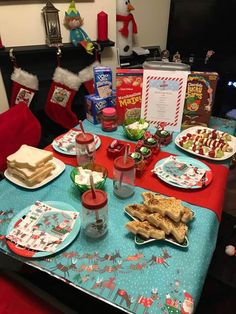 The North Pole Breakfast is a lovely family tradition for children to find on Christmas Eve or Christmas Morning. It can be from you or your Christmas Elf! Christmas Crackers, Christmas Snacks, Christmas Brunch, Christmas Breakfast, Magical Christmas, Christmas Gingerbread, Christmas Elf, Xmas, Christmas Ideas