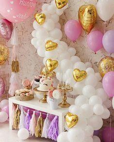 A magical unicorn baby shower 🦄💕 Cadeau Baby Shower, Idee Baby Shower, Unicorn Baby Shower, Unicorn Birthday Parties, Unicorn Party, Baby Birthday, Birthday Ideas, Balloon Decorations, Birthday Decorations