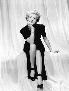 rustedshutter:  Lana Turner | 1943