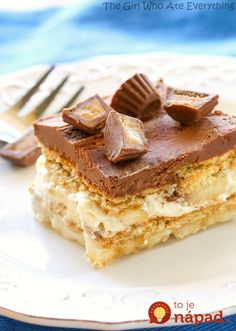 Chunky Monkey Eclair Cake - An easy no-bake dessert with layers of graham crackers, peanut butter filling, and bananas. All topped with a sweet homemade chocolate frosting. the-girl-who-ate-. 13 Desserts, Easy No Bake Desserts, Delicious Desserts, Dessert Recipes, Cupcakes, Cupcake Cakes, Eclair Cake Recipes, Yummy Treats, Sweet Treats