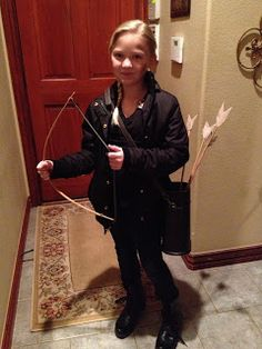 Dixie of all Trades: Catniss Hunger Games costume Kids Book Character Costumes, Character Day Ideas, Character Halloween Costumes, Children's Book Characters, World Book Day Costumes, Book Week Costume, Diy Girls Costumes, Family Costumes, Halloween Costumes For Girls