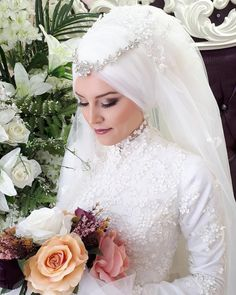Newest Pic Bridal Headpiece muslim Suggestions Wedding planning hair equipment are generally a vital area of the fantastic marriage ceremony look o Sweet Wedding Dresses, Disney Wedding Dresses, Muslim Brides, Pakistani Wedding Dresses, Muslim Couples, Muslim Wedding Gown, Wedding Hijab, Muslimah Wedding, Wedding Gowns