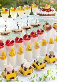 タルト、チーズケーキ、ムース、プリン…など約15種類を好きなだけ!!
