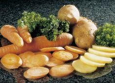 Patatas y zanahorias en rodajas.