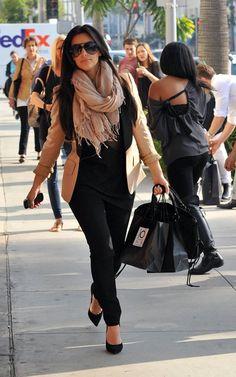 Lamodella mafia Kim K. in beige blazer with scarf and black silhouette