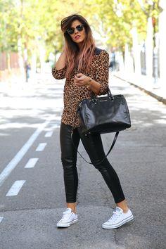 trendy_taste-look-outfit-street_style-ootd-blog-blogger-fashion_spain-moda_españa-leo_print-leopardo-converse-all_star-michael_kors-leggings-clubmaster-14
