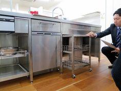 ステンレスフレームキッチン : まきにっち。 Prep Kitchen, Kitchen Pantry, Home Decor Kitchen, Rustic Kitchen, Kitchen Interior, Kitchen Storage, Cocktail Bar Interior, Restaurant Kitchen Design, Bakery Decor