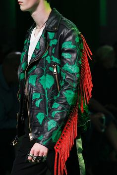 Gucci Spring 2017 Menswear Fashion Show - Gucci Menswear - Ideas of Gucci Menswear - Gucci Spring 2017 Menswear Accessories Photos Vogue Boy Fashion, High Fashion, Fashion Show, Mens Fashion, Fashion Tips, Fashion Styles, Gucci Fashion, Alessandro Gucci, Alessandro Michele