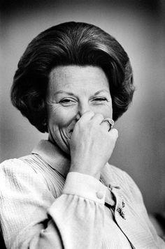 Koningin Beatrix tijdens de fotoshoot voor een Nederlandse postzegel op kasteel Drakesteyn in 1979. Foto Vincent Mentzel.
