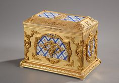 French late 19th century box in gilt bronze with porcelain plates