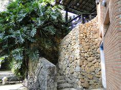 Arquitetura, Muro de pedra bruta