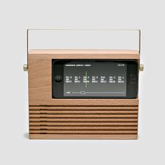Amplify Your iPhone Audio Naturally With The Radio Dock - The beech wood and brass dock amplifies your iPhone 4 or sound so no cables are needed, but if you did want to charge your phone while using it, the Radio Dock is designed so you can pull the c Radios, Smartphone, Woodworking Jigs, Woodworking Projects, Retro Industrial, Wooden Speakers, Old School Radio, Cnc Projects, Tablet