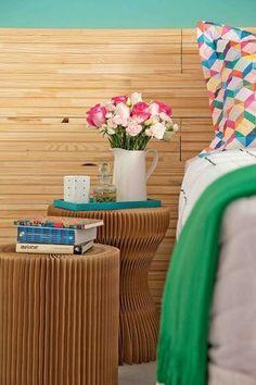 As mesas laterais também podem adicionar graça ao quarto, além de servir como apoio. Inspire-se nas opções a seguir e escolha a sua preferida