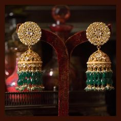 The classic Sabyasachi jhumka. Made in gold, uncut diamonds, Japanese cultured pearls and Zambian emeralds. For all jewellery related… Gold Earrings Designs, Gold Jewellery Design, Jhumka Designs, Rose Gold Jewelry, Wedding Jewelry, Golden Jewelry, India Jewelry, Uncut Diamond, Cultured Pearls