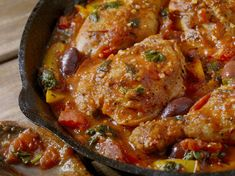 This easy low carb keto chicken cacciatore is full of Italian flavors loaded with tender, juicy chicken thighs, tomatoes, and other ingredients. This can be made in a slow cooker, instant pot or even in a large pan. Chicken Cacciatore Easy, Cacciatore Recipes, Penne, Risotto, Mediterranean Chicken, Slow Cooker Chicken, Chicken Recipes, Healthy Recipes, Okra