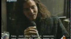 Eddie Vedder & Mike McCready Interview (Milán 18/02/1992), via YouTube.