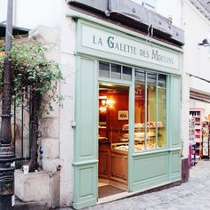 * Leuie : A little shop, and world of creativity and imagination for children... bits of Paris