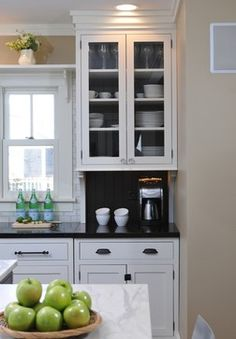 Shelf over window! Traditional Kitchen Photos Bungalow Design, Pictures, Remodel, Decor and Ideas - page 78 Bungalow Kitchen, Studio Kitchen, New Kitchen, Kitchen Dining, Kitchen Ideas, Kitchen White, Kitchen Redo, Kitchen Armoire, Armoire Dresser