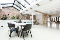 Un loft avec roof top